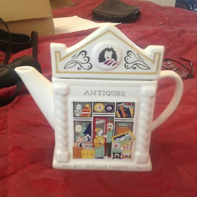 Wade English Life Tea Pot  ANTIQUES BY BARRY SMITH & BARBARA WOOTTON