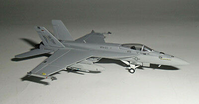 6221 F/A-18E USN VFA-27 Royal Maces Hogan Wings 1:200 diecast model