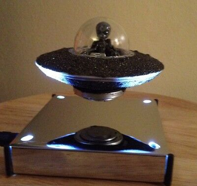 Classic Flying Saucer UFO Model - Alien - Floats In Mid Air ! Meteorite Dust
