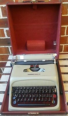 Vintage OLIVETTI Studio 44 Typewriter Beautiful colour Good working