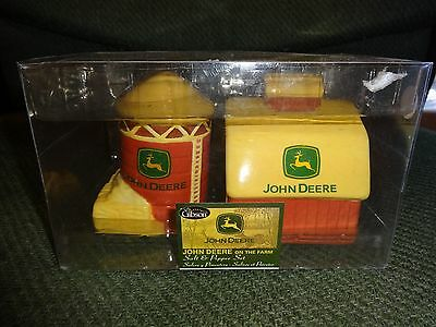 John Deere Salt & Pepper Set On The Farm Barn And Silo New By Gibson