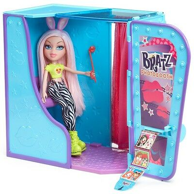 Bratz #SelfieSnaps Photobooth With Chloe Doll Brand New