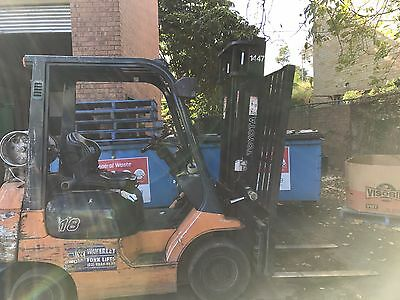 1999 TOYOTA Forklift Truck, NEGOTIABLE PRICE, Model 42-7FG18. Pallet. Gas.