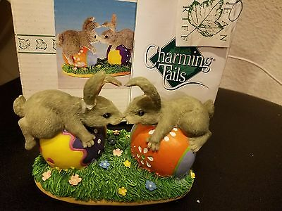 Charming Tails BUNNY LOVE FIGURINE  87/424 Fitz and Floyd