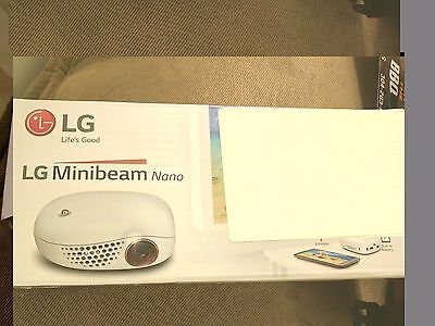 LG Electronics PV150G LED Minibeam Projector Embedded Battery Wireless Screen