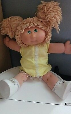 2007 25th Anniversary Cabbage Patch Kid Doll Blond Hair GreenEyes Yellow Clothes