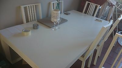 Extendable 8 seater dining table with 6 chairs - Great Condition