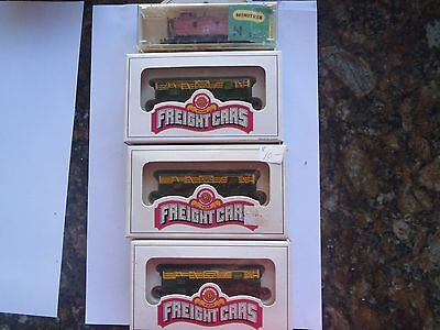 Model Trains N Scale 3 Boxed Cnw Stock Cars 1 Caboose