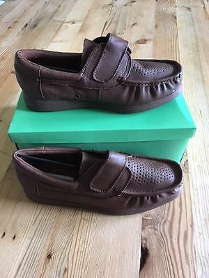 CROWN KING GEORGE TAN VELCRO LEATHER BOWLS SHOE Size UK 10 New in Box