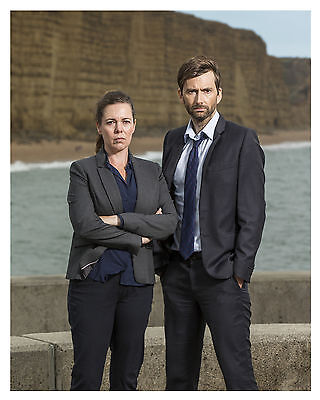 """ BROADCHURCH "" cast (DAVID TENNANT & OLIVIA COLMAN)-- 8x10 Photo-"