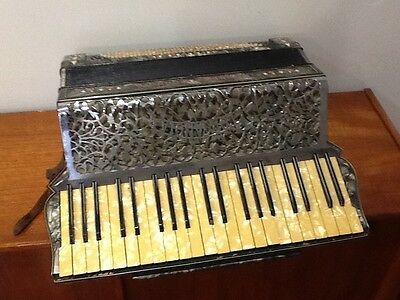 Antique Hohner L'organola piano accordion, 120