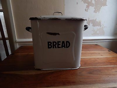 Vintage enamel bread bin  Lovely condition with minor rust  due to age.