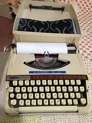 Vintage Brother Deluxe 900 Typewriter With Hard Case