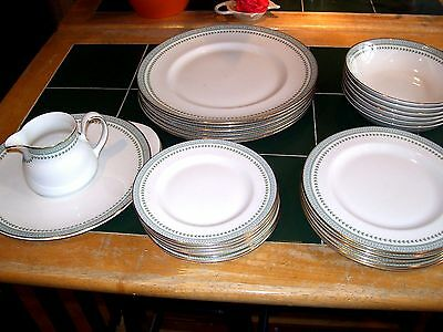 Royal Doulton Berkshire Pattern 26 Piece Dinner Service In Very Good Condition