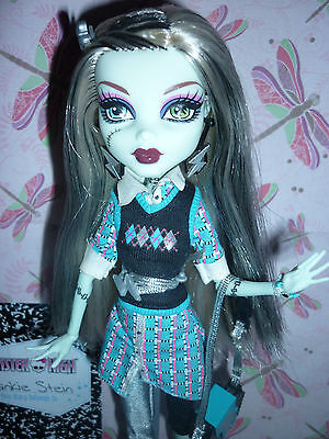 """Monster High """"School's Out"""" Frankie Stein Doll inc Stand, Diary & Accessories"""