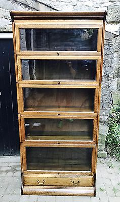 An Oak Gunn Bookcase From 20'. In The Style Of Globe Wernicke.