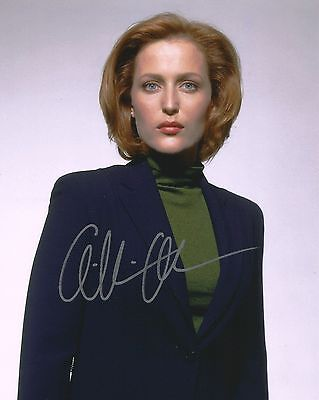 GILLIAN ANDERSON AUTOGRAPH - X FILES - SIGNED 10x8 SIZE PHOTO