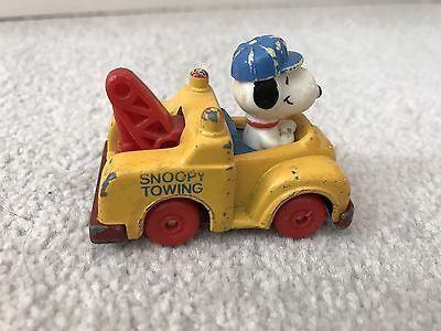 Vintage Peanuts/Snoopy Diecast Yellow Tow Truck Vehicle