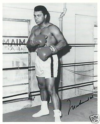 MUHAMMAD ALI SIGNED 8x10 PHOTO - UACC & AFTAL AUTOGRAPH - GREATEST OF ALL TIME