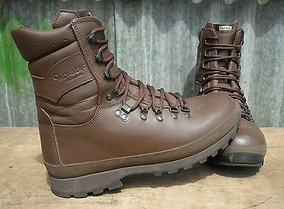 British Army Altberg Defender Brown Leather Combat Boots 9 M Grade-2
