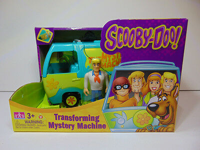 Cartoon Network Scooby-Doo Transforming Mystery Machine Collectible Figure Fred