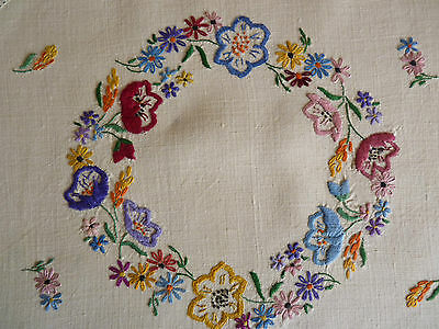 SPRING FLOWER CIRCLET Vintage Hand Embroidered Centre Doily