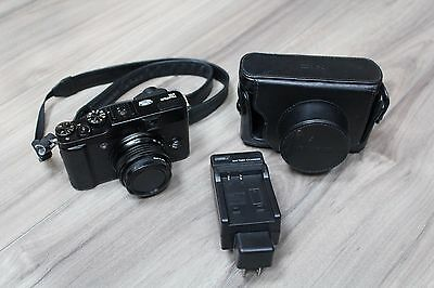 Fujifilm X10 12MP Digital Camera w/28-112mm + Leather Case