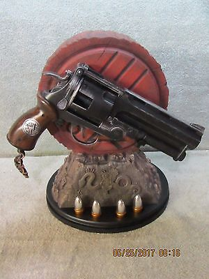 NEW Sideshow  COLLECTIBLES, Hellboy II,  The Samaritan 1:1 Prop Replica Revolver