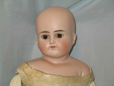 Antique Alt Beck & Gottschalck Side Turned Shoulderhead Closed Mouth 639 Doll