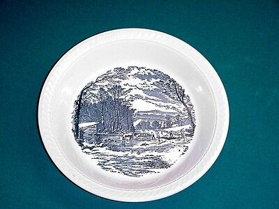 Royal  China  Currier  Ives  Blue  Hostess  Large  Pie  Baker