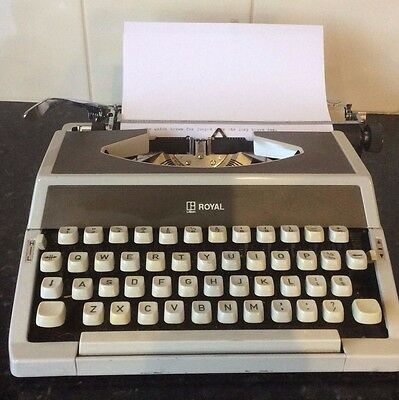 Vintage Retro Royal 200 typewriter And Case