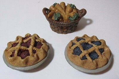 Three Boyds Bears Figurines Accessories - 2 Pies and 1 Basket of Carrots 1994-95