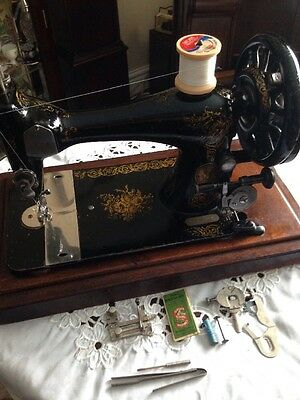 Antique SINGER sewing machine Model VS3 28 With Case & Accessories 1891