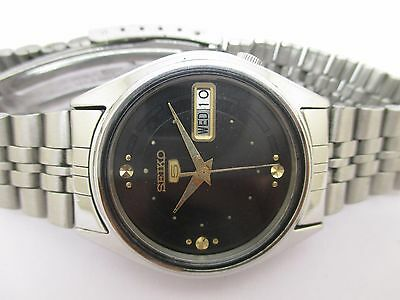 Genuine Vintage Men's Seiko 5 Automatic Day And Date Beautiful Wrist Watch