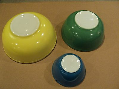 Lot of 3 Pyrex Nesting Mixing Bowl Set, Primary Colors-Blue, Green & Yellow Nice