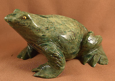 Grenouille en Serpentine sculpture en pierre 120x80mm