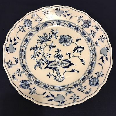 MEISSEN BLUE ONION 9-5/8in SCALLOPED DINNER PLATE CROSSED SWORDS Ca. 1890