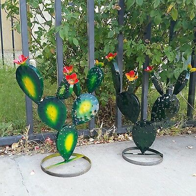 "Metal Garden Yard Art -TWO 17"" Prickly Pear Cactus Plants & FREE Mexican Blanket"