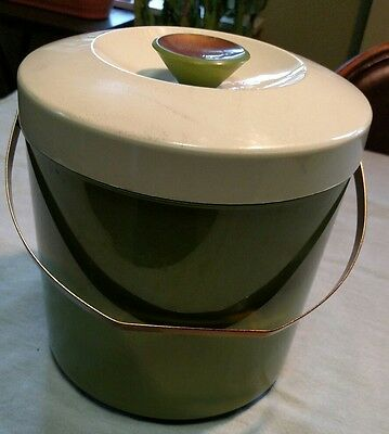 VINTAGE RETRO Ice Bucket With Lid - Plastic with Metal Handle - Ivory and Olive
