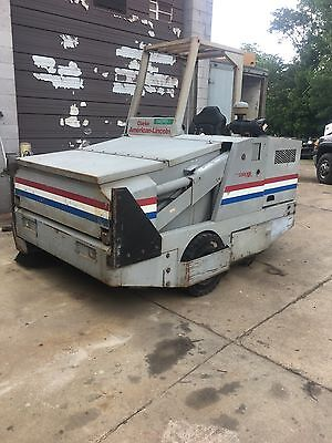 Ride On Sweeper      American - Lincoln 3366Xp    Diesel  Sweeper     /  Sweeper