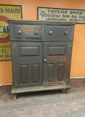 1820s Walnut Germanic Dutch Hudson River Southern Rare Jelly Cupboard Country