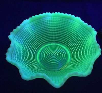 Model Flint EAPG Ribbed Spiral Canary Opalescent Vaseline 1902 Serving Bowl Mint
