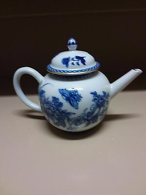 WILLIAMSBURG Mottahedeh Imperial Blue Williamsburg Teapot