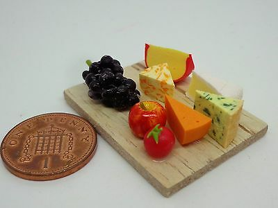 1:12 Scale Loose Cheese Slice On A Board Dolls House Miniature Delicatessen Food