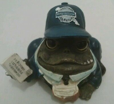 Toad Hollow postal worker figurine . Indoor Outdoor display Garden NIk Nak