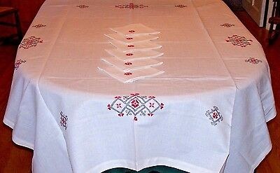 SPECTACULAR HAND EMBROIDERED LINEN TABLECLOTH, 6 NAPKINS, w/TAG, MADE IN POLAND