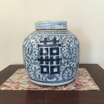 A Chinese Vintage Blue and White Porcelain Ginger Jar  w Lid