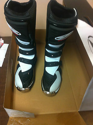 XTREME BOOTS Size 9, Male Part#399-5019 Brand New
