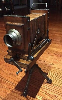 Vintage Wooden Camera With Tripod Decorative Prop