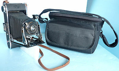 1930s or 1940s AGFA Folding Bellows PD-16 Film Camera w/ More Recent Bag